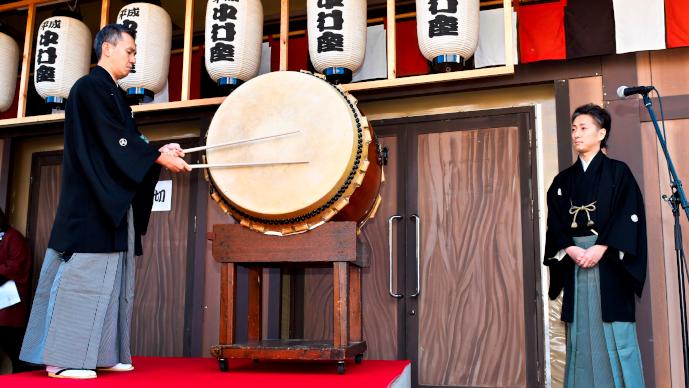 平成中村座「一番太鼓の儀」 左より、田中傳次郎、中村七之助