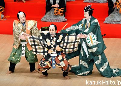 歌昇、種之助、吉之丞「子供歌舞伎教室」で『茶壺』上演