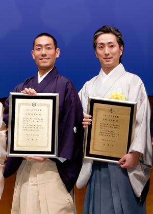 勘九郎、七之助「スターの手型」顕彰