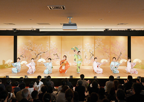 こども歌舞伎スクール「寺子屋」成果披露公演で『百桃かたり』初演