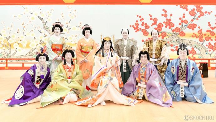 藤十郎、『寿栄藤末廣』の記念写真を撮影