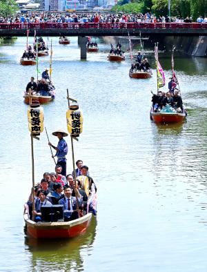 菊五郎らが博多で船乗り込み